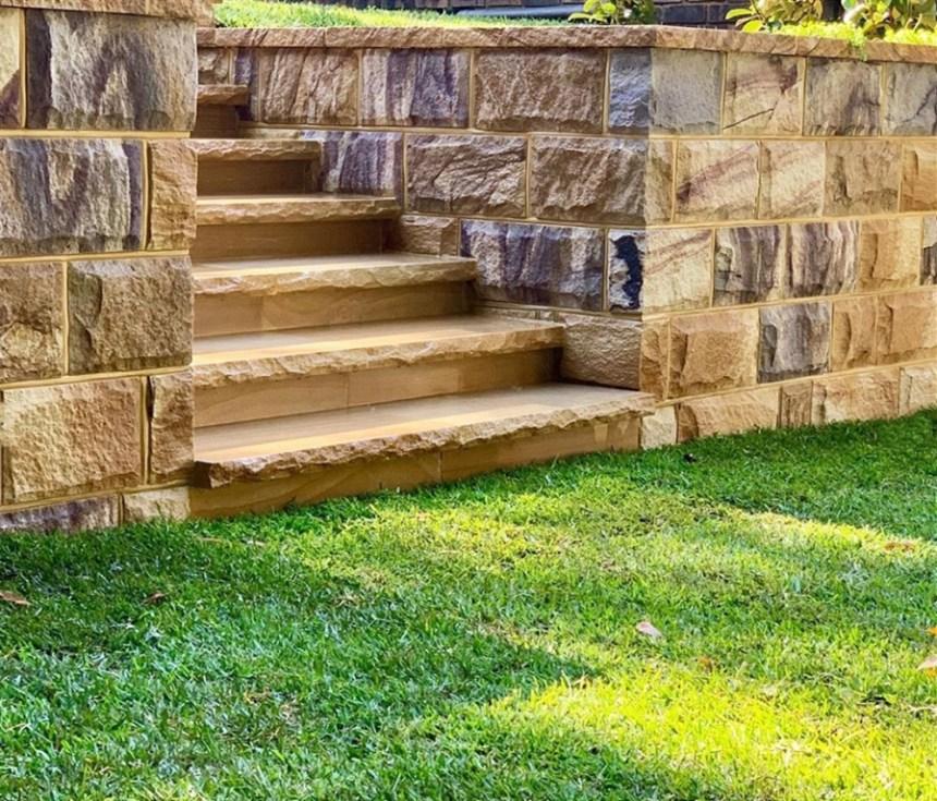 stones caps, capping stones, capping sandstones, natural sandstone walling, rockface stone wall