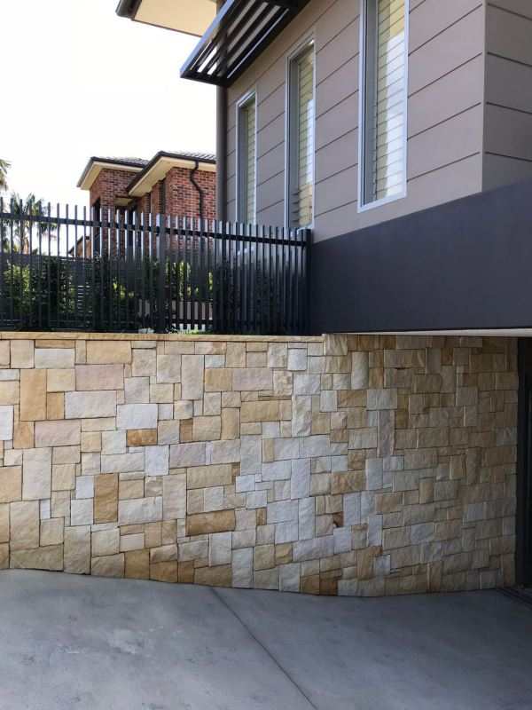 A beautuful house with a nice Colonial sandstone wall using natural stone wall cladding