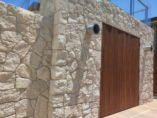 white irregular sandstone wall cladding seen in a beautiful house near the beach in Sydney