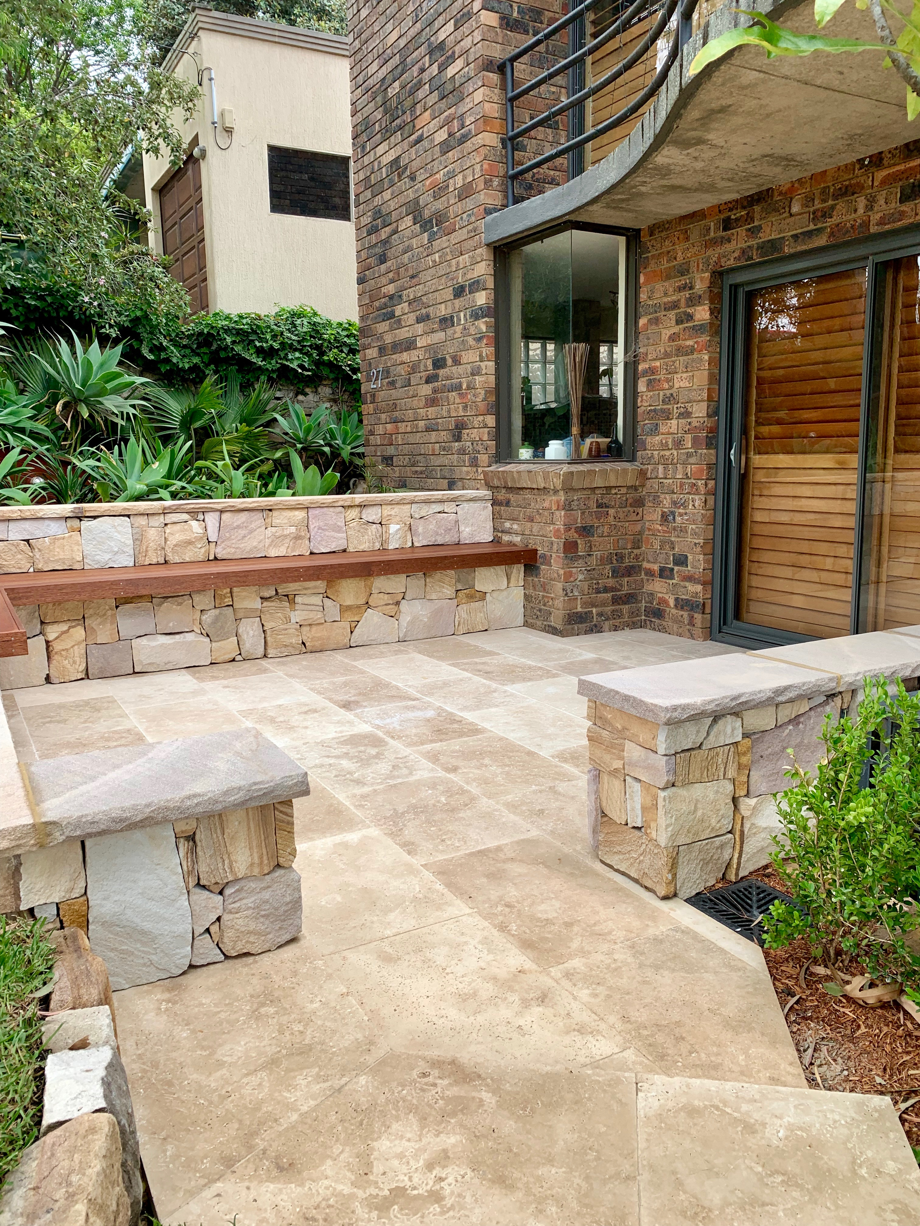 Irregular Ranch walling and Travertine paver