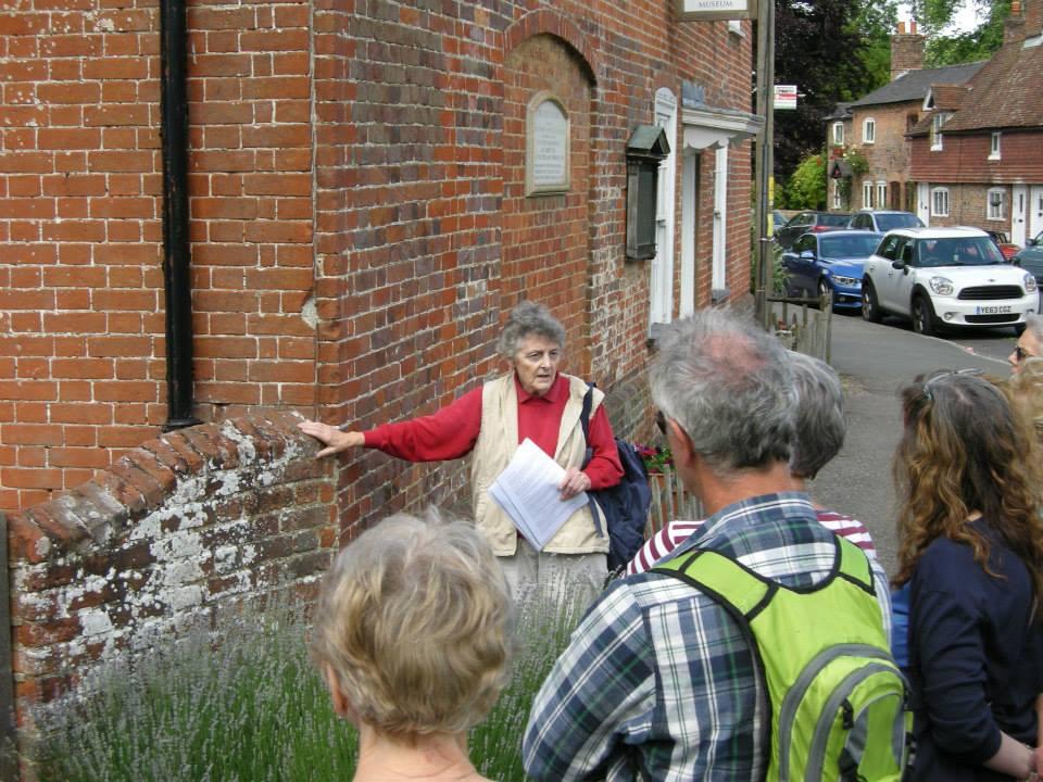 Jane Hurst explaining the facade on Jane Austen's house