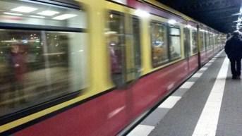 Einfahrende S-Bahn (Warschauer Straße)