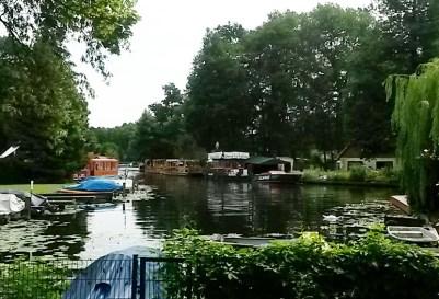 """""""Parkplatz"""" der Party- und Imbissboote"""