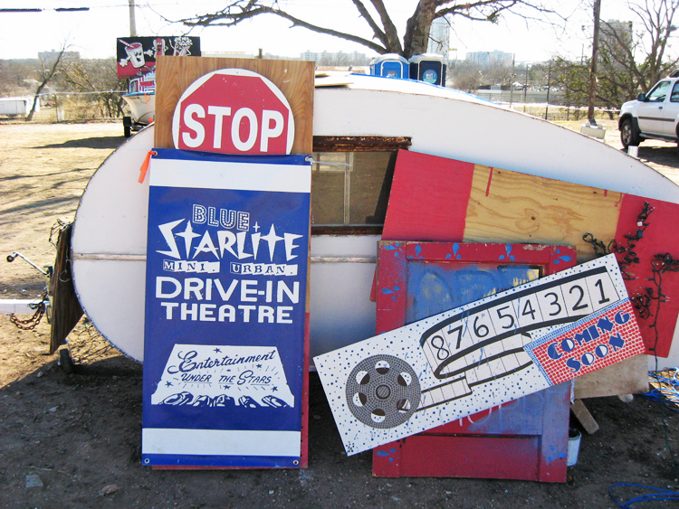 blue-starlite-mini-urban-drive-in-movie-theater-theatre-film-east-austin