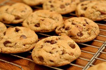 https://commons.wikimedia.org/wiki/File:Chocolate_Chip_Cookies_-_kimberlykv.jpg