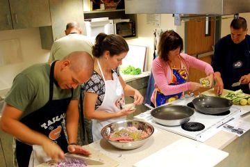 https://commons.wikimedia.org/wiki/File:US_Navy_090818-N-6326B-001_Staff_and_patients_participate_in_a_healthy_cooking_class_at_Naval_Medical_Center_San_Diego.jpg