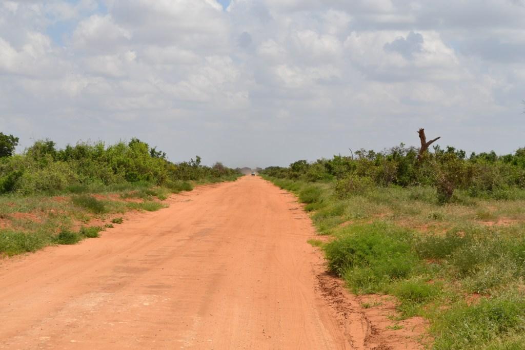 Dirt_road_towards_the_east_and_Ashnil_Aruba_Lodge_in_Tsavo_East_National_Park,_Kenya