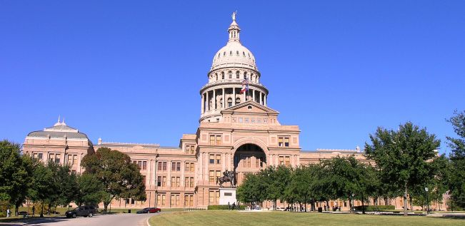 1920px-Texas_State_Capitol_building-front_left_front_oblique_view