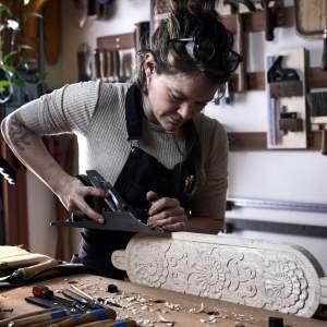 craftswoman handplaning