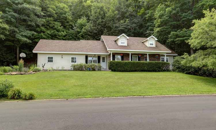 Price Reduced – 3385 Horseshoe Spring Rd! Waterfront Home only $209,900!