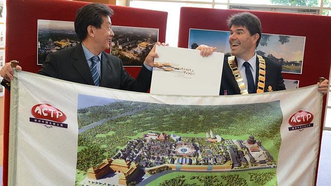 Wyong Mayor Doug Eaton with Bruce Zhong, CEO of Australia Chinese Theme Park