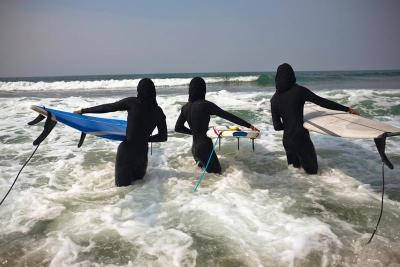 Burqa Surfing