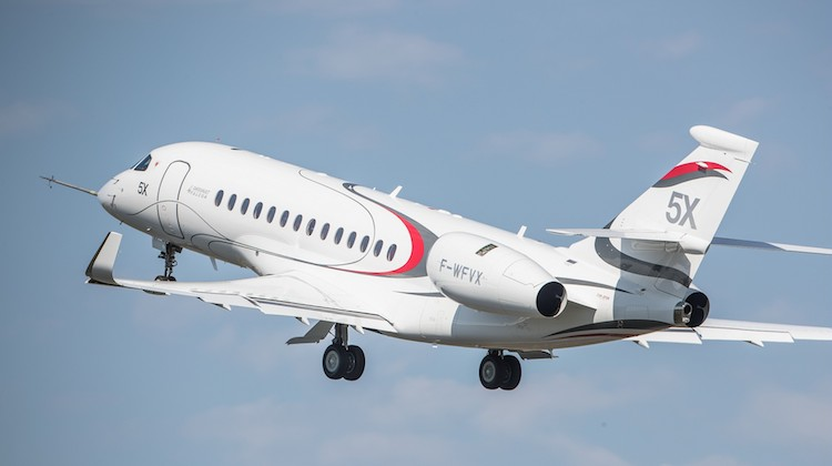 The first flight of the Dassault Falcon 5X takes off at Bordeaux-Mérignac in July 2017. (Dassault Aviation)