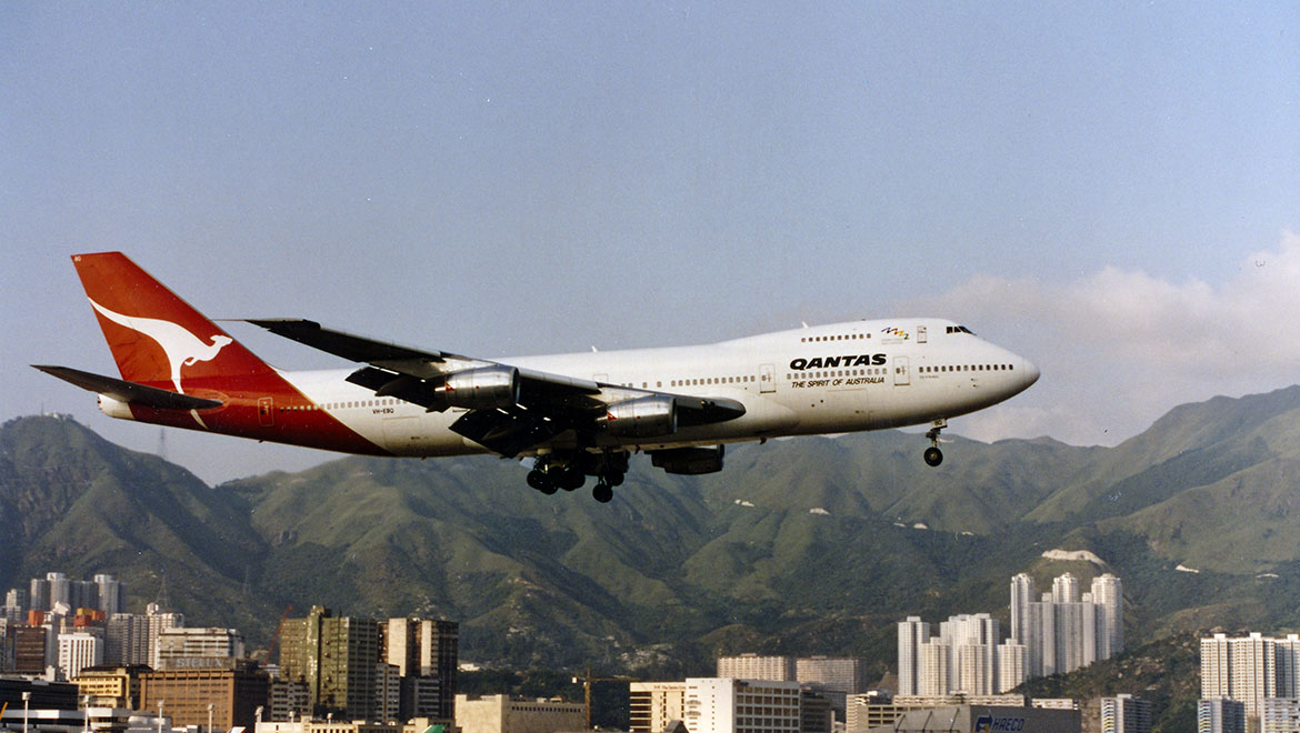 A Qantas Boeing 747-200 on approach to land at Hong Kong's notorious Kai Tak Airport. (Rob Finlayson)