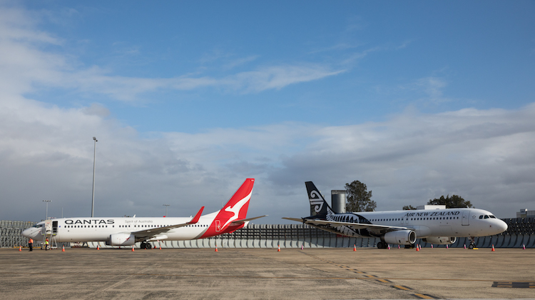A Qantas Boeing 737-800 and Air New Zealand Airbus A320 at Sydney Airport. (AirNZ/Qantas)