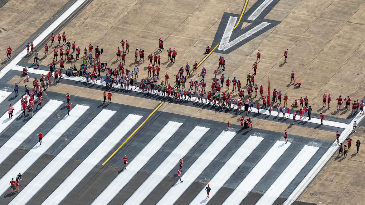 Participants gather for the Sydney Airport 2018 Runway Run. (Sydney Airport/Seth Jaworski)