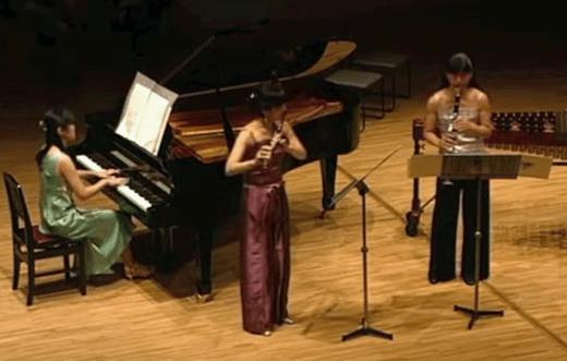 Becoming   flute - Hisae Kido, clarinet - Miki Kido, piano -Eri Yoshimura