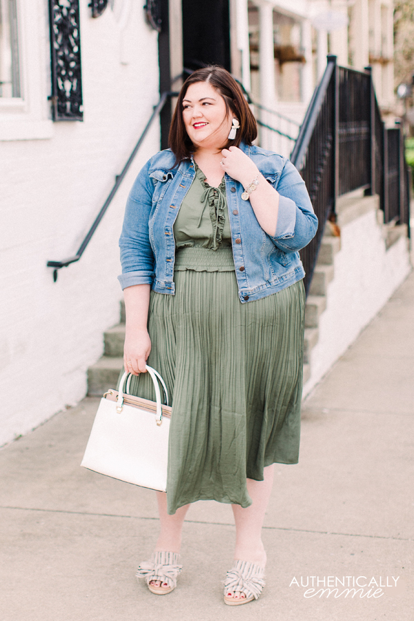 Plus size blogger Authentically Emmie in a spring olive look from Lane Bryant #ootd #plussize
