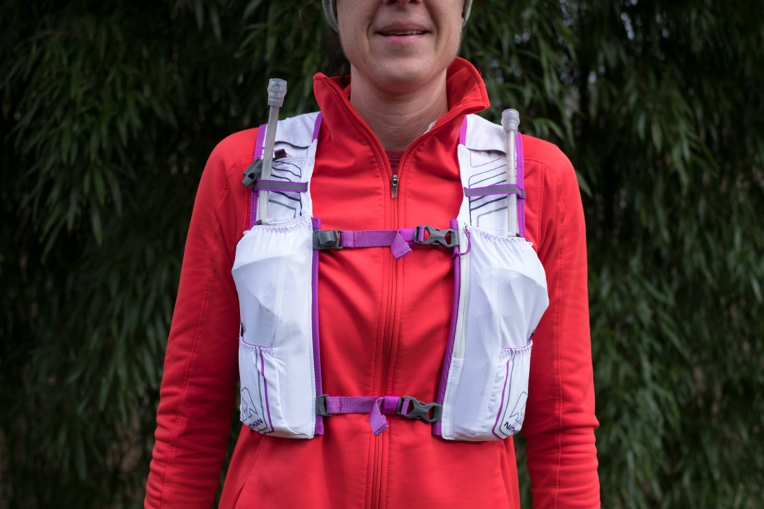 Photo of the front view of the Nathan VaporHowe 4L 2.0 Ultralight Race Vest