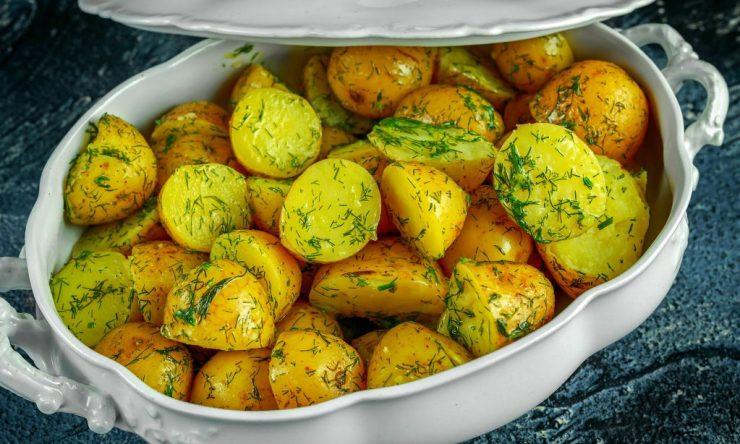 cartofi-noi-cu-unt-si-marar