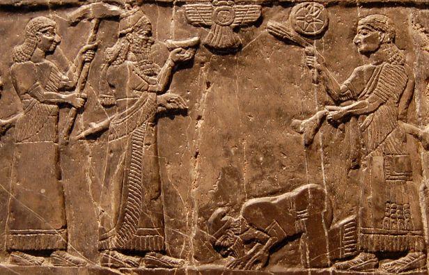 Jehu_bows_1200px-Jehu-Obelisk-cropped
