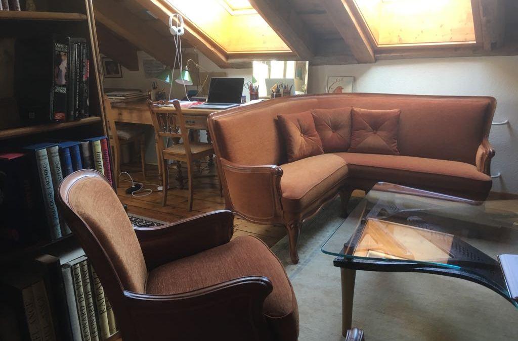 Un Canapé d'angle et ses 3 fauteuils avec 2 fauteuils d'appoints