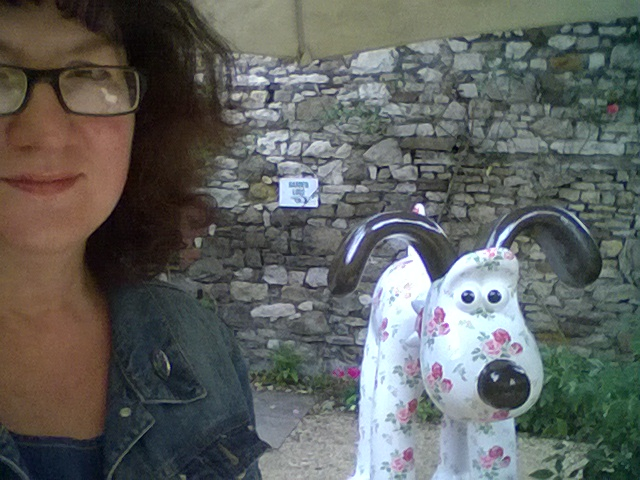 Photo of Debbie with Gromit statue