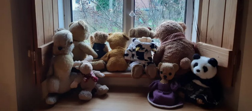 photo of teddy bears on window seat