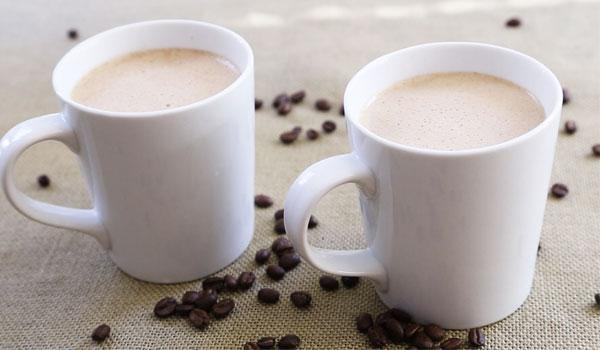 O óleo de coco no café - comprovada benefícios de saúde do óleo de coco