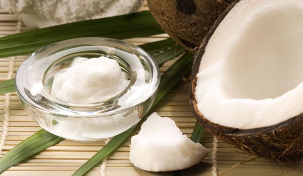 O óleo de coco previne doenças cardíacas - comprovada benefícios de saúde do óleo de coco