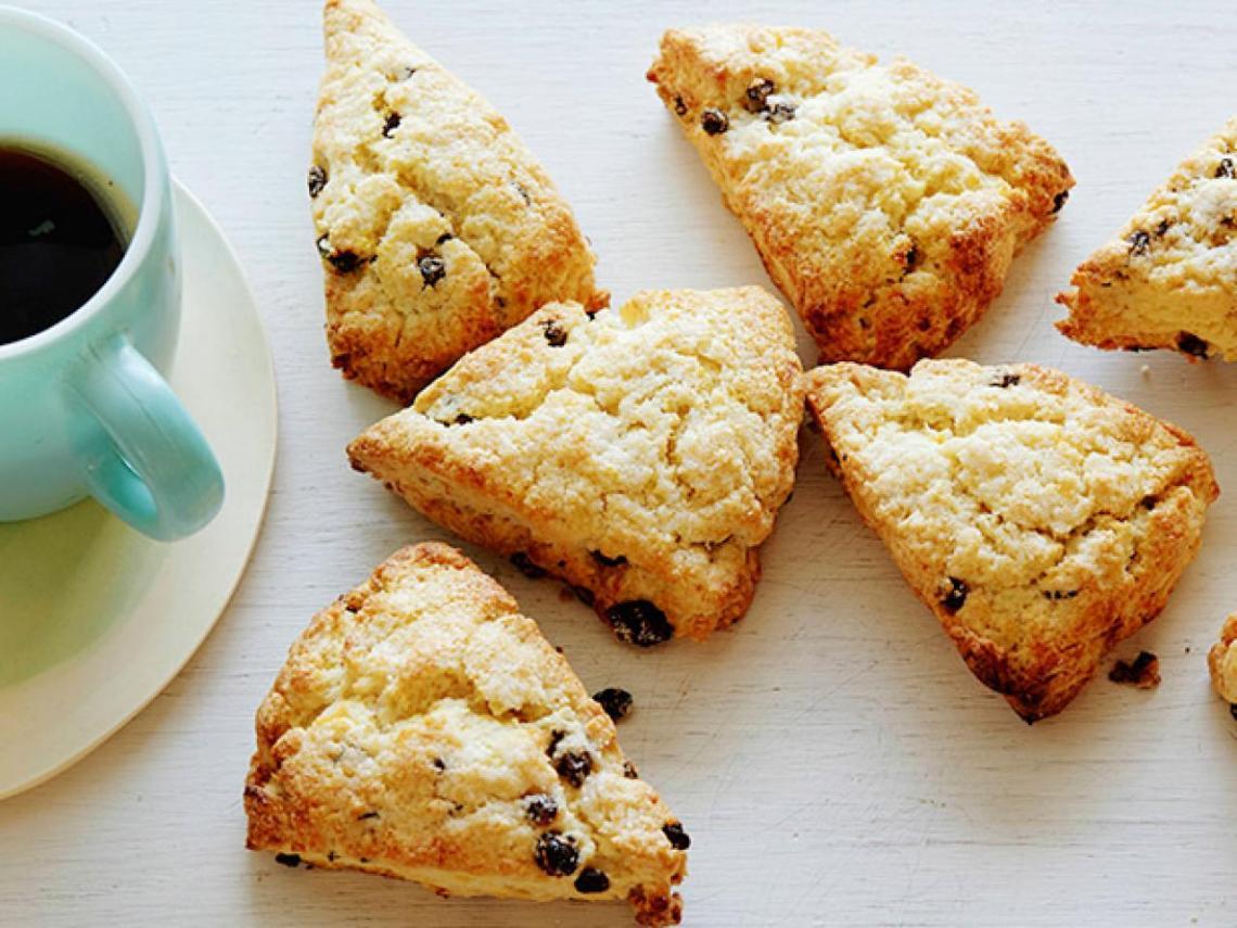 fnk_cream-scones-with-currants_s4x3-jpg-rend-hgtvcom-1280-960