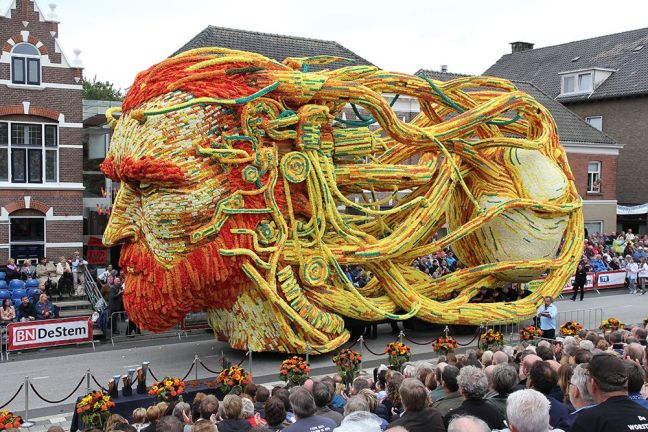 vincent van gogh float made of orange and yellow flowers