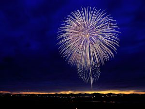 fireworks-in-night-sky