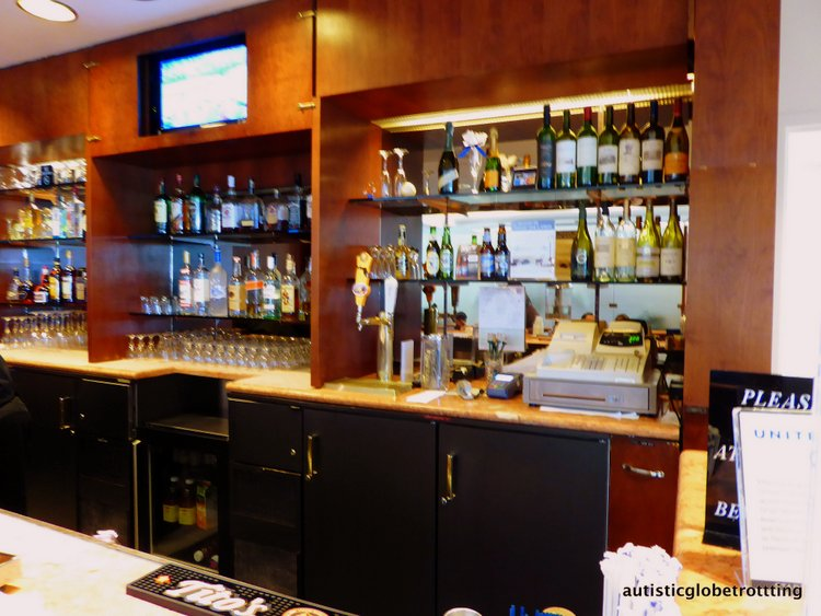 Is United MCO Red Carpet Lounge Family-Friendly red carpet lounge mco bar