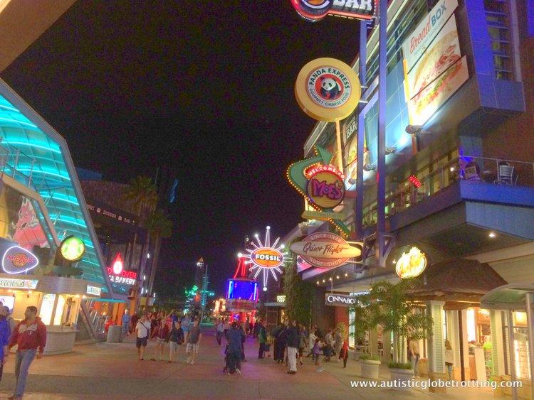 5 Fun Universal Studios CityWalk Restaurants for Families night