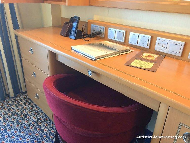 Is aDisney Dream Deluxe Family Oceanview Stateroom worth the splurge? vanity area