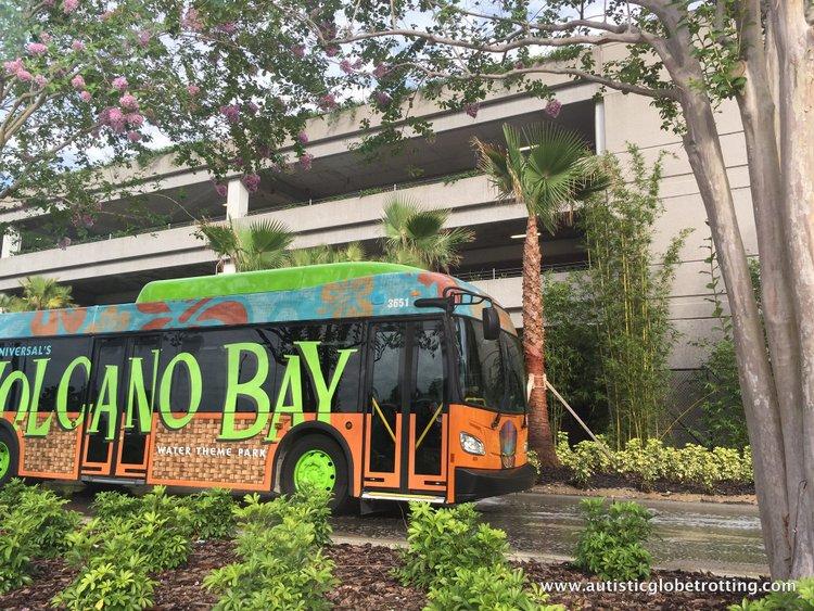 Universal Studios Volcano Bay™ Tips bus