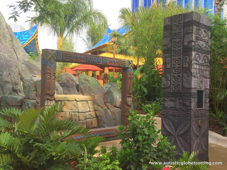 Universal Studios Volcano Bay™ Tips wood