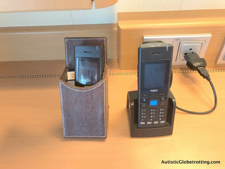 Is aDisney Dream Deluxe Family Oceanview Stateroom worth the splurge? wave phones