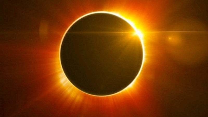 solar eclipse red