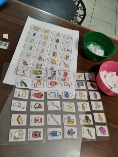 כרטיסיות תקשורת אוכל בשלבי הכנה שונים