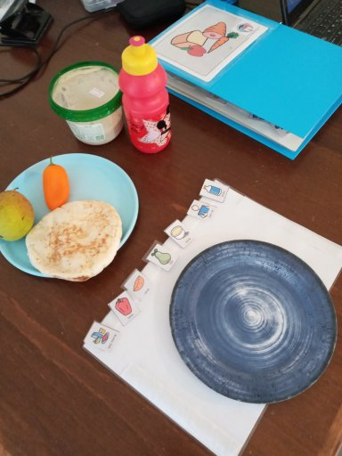 How to use AAC at mealtimes - example meal