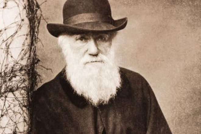 Charles-Darwin-768x512