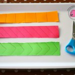 montessori-attivita-vita-pratica-motricita-fine-imparare-ad-usare-le-forbici-ritagliare-03 (1)