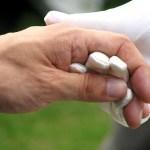 apoyo de guante blanco