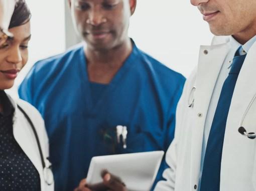 médicos conversam sobre CID-11