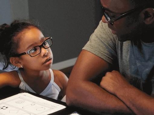 pai com filha autista