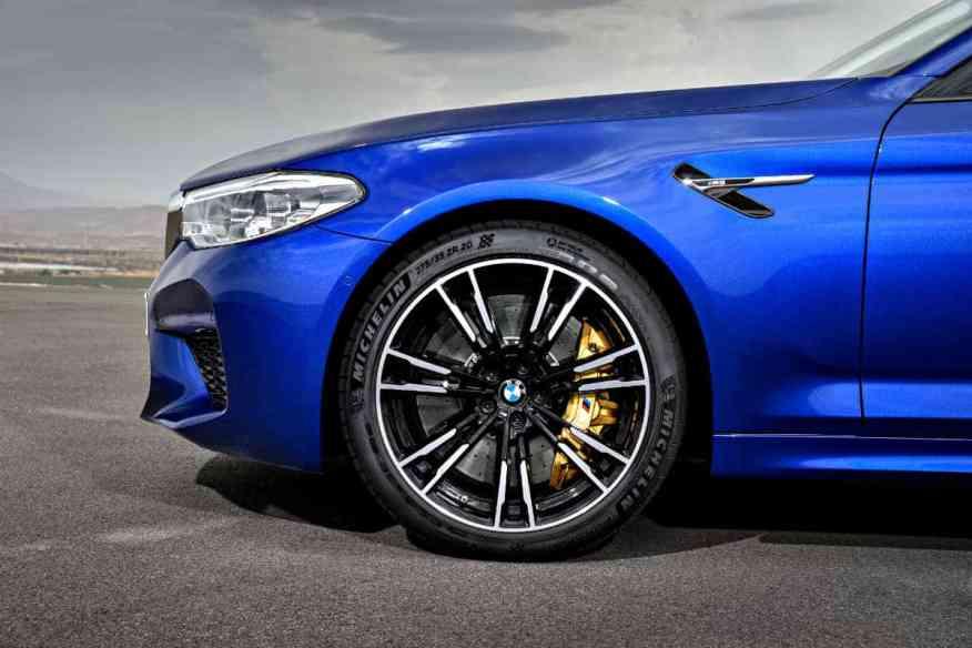 PERFORMANCE SEDAN BMW M5