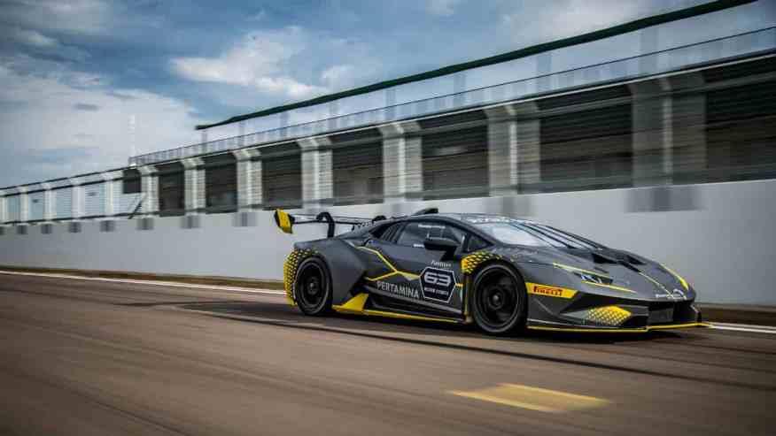 RACE CAR LAMBORGHINI HURACAN