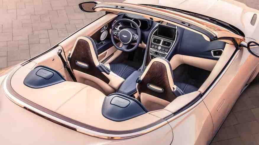 PRESTIGE SPORTS CAR ASTON MARTIN DB11 VOLANTE
